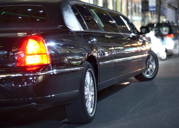 Benefits of Hiring a Limousine For Travelling in a New City